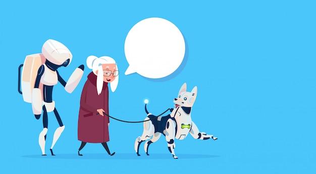 Ältere frau, die mit roboter-hundechat-blasen-moderner großmutter-dame geht