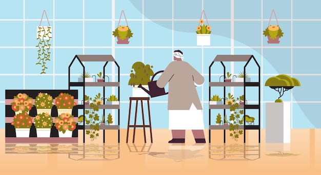 Ältere gärtnerin mit gießkanne, die sich um topfpflanzen im heimischen garten-wohnzimmer oder büro-interieur kümmert