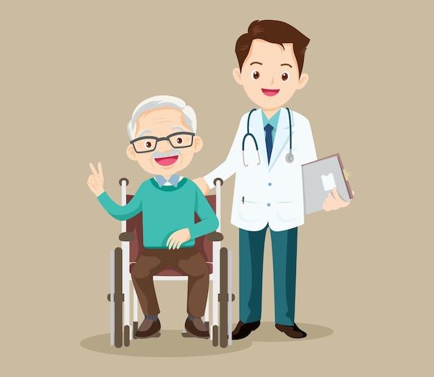 Ältere menschen sitzen in der nähe seines arztes auf einem rollstuhl