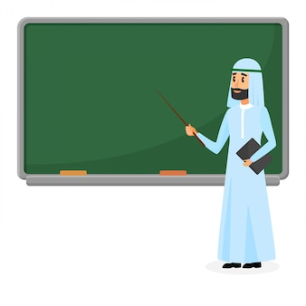 Älterer arabischer lehrer, moslemischer professor, der in der schule nahe tafel im klassenzimmer steht