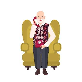 Älterer bärtiger mann, der im bequemen sessel sitzt und am telefon spricht. porträt des großvaters zu hause. lächelnde männliche flache karikaturfigur lokalisiert auf weißem hintergrund. illustration