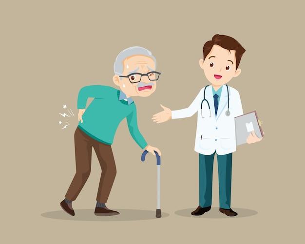 Älterer mann, der unter rückenschmerzen leidet.