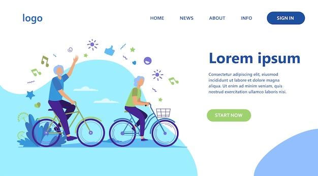 Älterer mann und frau, die fahrräder im stadtpark reiten