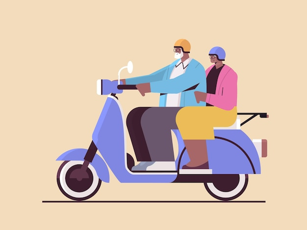 Älteres afroamerikanisches paar in helmen, die roller-großeltern fahren, die auf dem aktiven alterskonzept des mopeds reisen