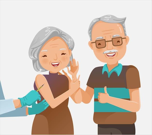 Älteres paar geimpft. arzt hält eine injektionsimpfung ältere frau. ein schönes paar oder großeltern.