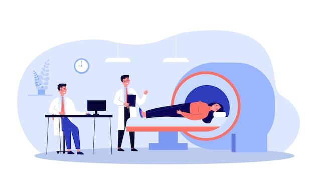 Ärzte, die das gehirn des patienten mit einem mrt untersuchen