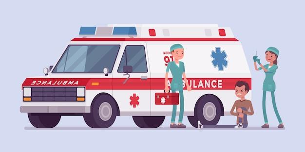 Ärzte in der nähe des krankenwagens