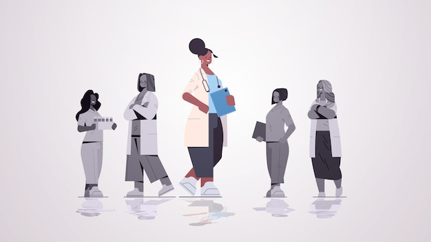 Ärztin, die vor dem medizinischen fachmannteam in der horizontalen vektorillustration des medizinischen medizinkonzepts der einheitlichen medizin steht