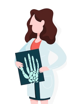 Ärztin in der uniform, die eine handpalmenröntgenaufnahme hält