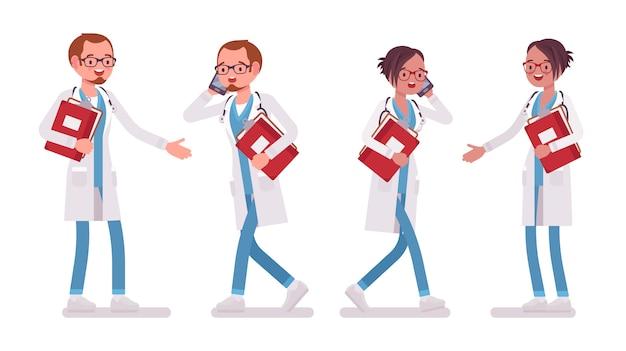 Ärztin und ärztin mit papier und telefon. mann und frau in der krankenhausuniform beschäftigt bei der klinikarbeit. medizin- und gesundheitskonzept. stilkarikaturillustration auf weißem hintergrund