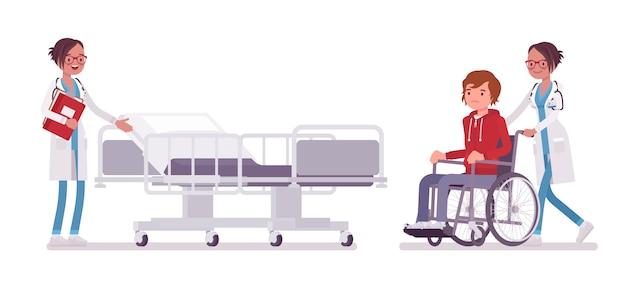 Ärztin und krankenhauspatientin. frau in der krankenhausuniform, die rollstuhlmann in der klinik zulässt. medizin- und gesundheitskonzept. stilkarikaturillustration, weißer hintergrund