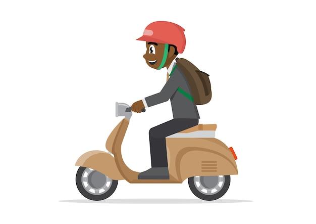 Afrikanischer geschäftsmann, der auf ein motorrad reitet.