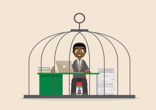 Afrikanischer geschäftsmann, der stark im birdcage arbeitet.