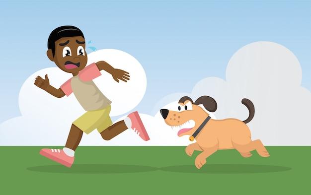Afrikanischer junge, der weg von verärgertem hund läuft.