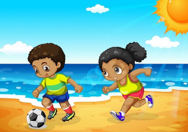 Afrikanischer junge und mädchen, die fußball spielt