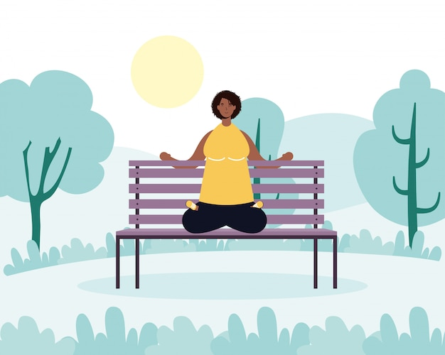 Afro junge frau, die yoga im park praktiziert