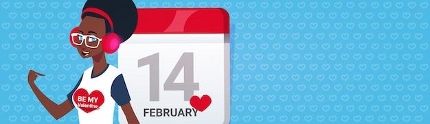 Afroamerikaner-mädchen über kalender-seiten-glücklichem valentinsgruß-tag greeing horizontaler fahne mit kopien-raum