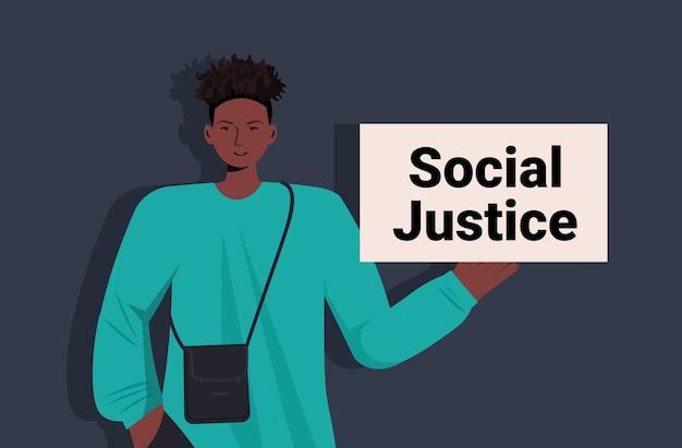 Afroamerikaner mann aktivist halten stop rassismus poster rassengleichheit soziale gerechtigkeit stop diskriminierung konzept porträt horizontal