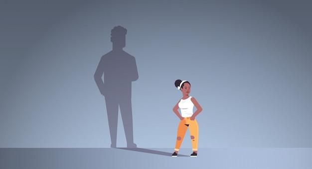 Afroamerikanermädchen träumt von freund