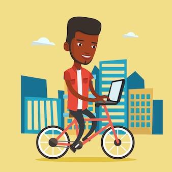 Afroamerikanermann, der fahrrad in der stadt reitet.