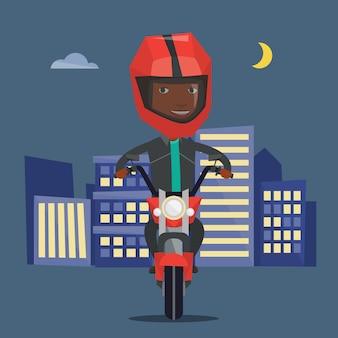 Afroamerikanermann, der motorrad nachts reitet.
