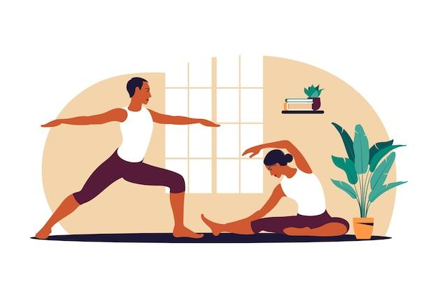 Aktives paar, das übung macht. mann und frau trainieren zusammen zu hause. sport in gemütlichem interieur.