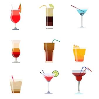 Alkoholische cocktails trinken auf weiß