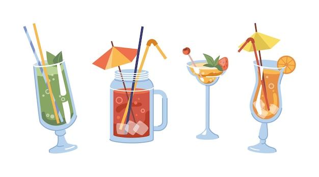 Alkoholische getränke mit dekorativen strohhalmen und regenschirmen isolierte gläser mit orangenscheiben und