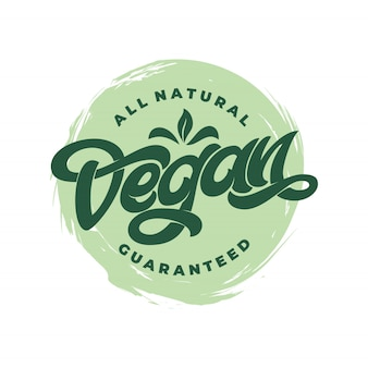 All natural vegan garantiertes symbol mit weißem hintergrund. handschriftliche beschriftung für restaurant, café-menü. elemente für etiketten, logos, abzeichen, aufkleber oder symbole.