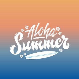 Aloha summer surfing abstrakte handschrift gruß gard, zeichen oder poster. surfbrett und hawaii blumen illustration. orange bis blaue sonne über seegradientenhintergrund