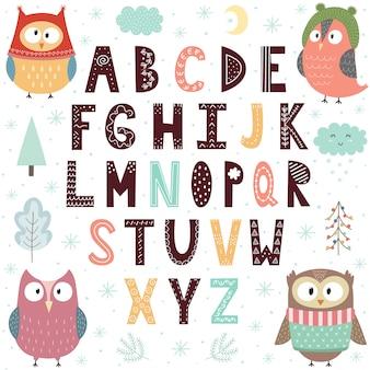 Alphabet mit süßen eulen für kinder.