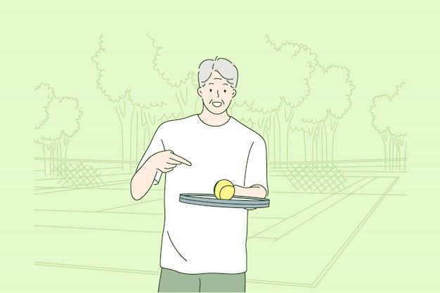 Alter mann, der tenniskonzept spielt.