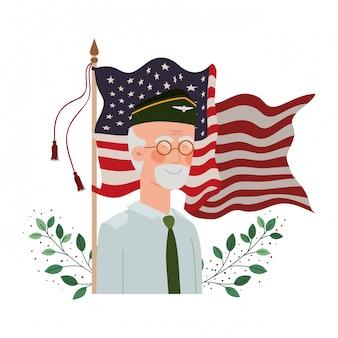 Alter mann des veteranenkrieges mit flagge von vereinigten staaten