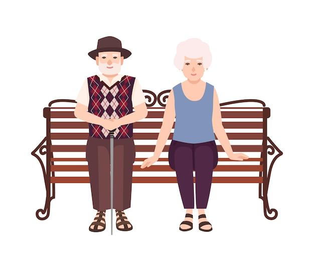 Alter mann und frau oder großeltern, die auf bank sitzen. porträt von älteren romantischen paaren, die sich draußen entspannen. männliche und weibliche flache zeichentrickfilm-figuren lokalisiert auf weißem hintergrund. vektor-illustration