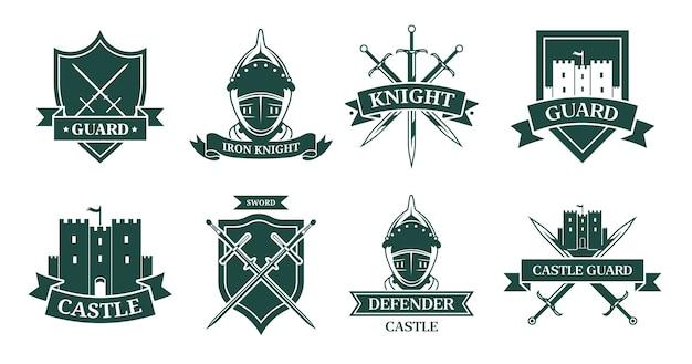 Alter monochromer flacher zeichensatz des ritters oder des kämpfers. mittelalterliches emblem und schild mit kriegerrüstung, helm, schwertern oder schlossvektorillustrationssammlung. maskottchen, militär und alte armee