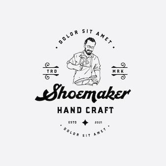 Altes erfahrenes schuhmacherhand gezeichnetes logo