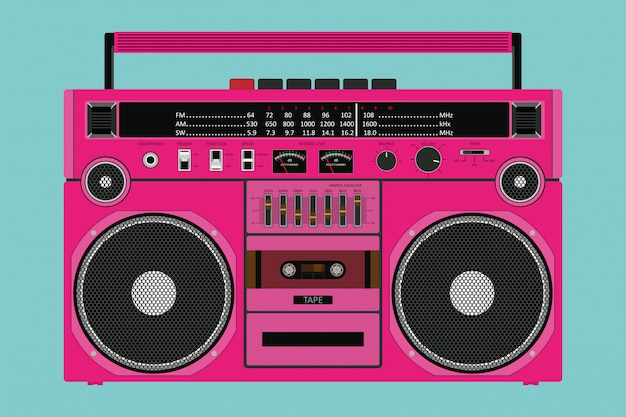 Altes rosa farbbandgerät für das drücken von musik mit zwei lautsprechern lokalisiert
