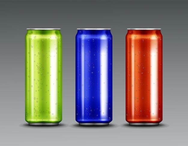 Aluminiumdosen mit kaltem soda und kondenswassertropfen