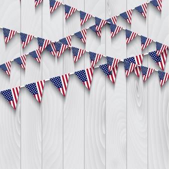 Amerikanische flagge bunting auf einem hölzernen hintergrund
