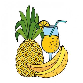 Ananas der frischen frucht des sommers mit cocktail und bananen