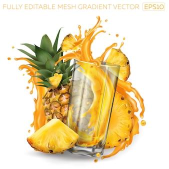 Ananas und ein glas spritzsaft auf weißem grund.