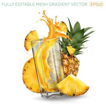 Ananas und spritzsaft in einem glas auf weißem hintergrund.