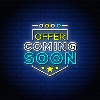 Angebot kommt bald neonschilder art textdesign in blauem backsteinhintergrund.