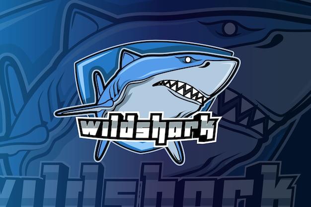 Angry shark maskottchen für sport- und esport-logo