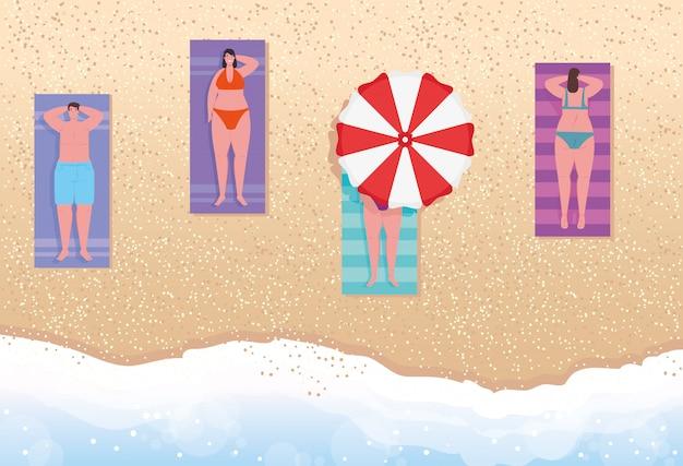 Antenne anzeigen, menschen am strand, frauen und männer beim sonnenbaden am strand, sommerferienzeit