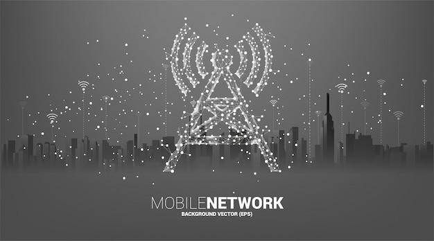 Antennenturm-symbol-polygonstil aus punkt- und linienverbindung mit stadthintergrund. konzept der telekommunikationsmobil- und datentechnologie