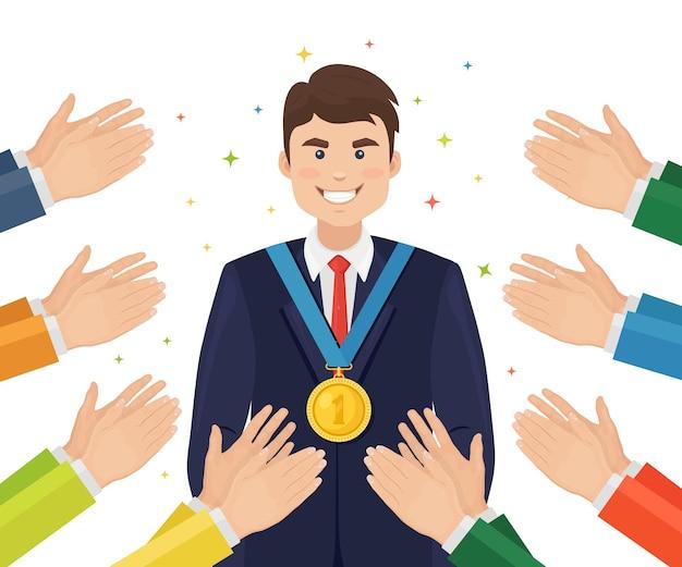 Applaus, ovationen, klatschen an den gewinner. geschäftsmann mit einer goldmedaille winkt dem publikum mit den händen
