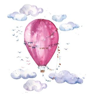 Aquarell rosa heißluftballon, der in der luft zwischen den wolken aufsteigt