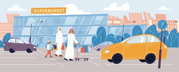 Arabische familie, die zum supermarkt des lebensmittelgeschäfts geht