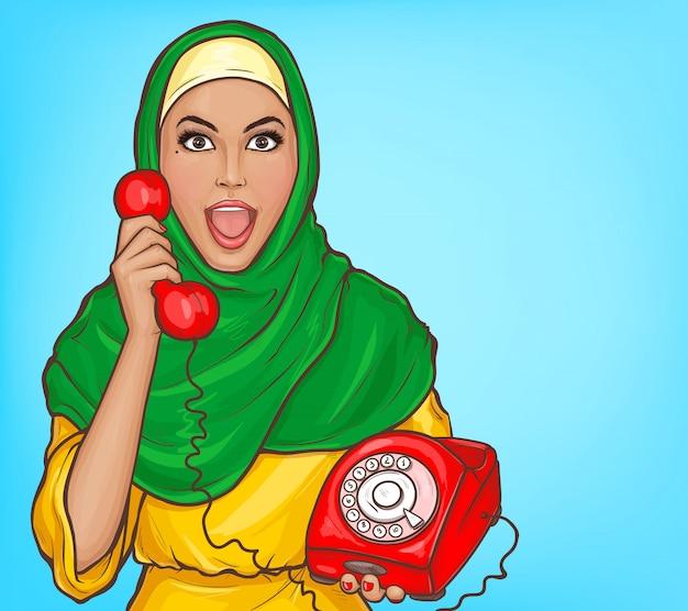 Arabische frau im hijab mit weinlesevorwahlknopftelefon-karikaturillustration